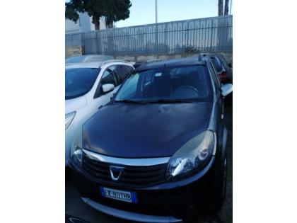 Fig 1 - Fig 1 - autovettura Dacia Sandero targ...