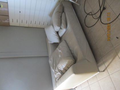 Fig 1 - Fig 1 - divano in pelle beige marca B&...
