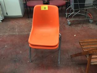 Fig 1 - Fig 1 - n.ro due sedie plastica impila...