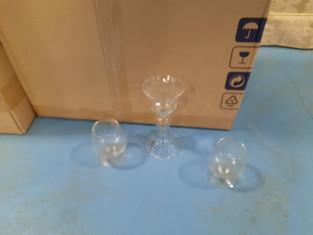 Fig 1 - Fig 1 - Servizi incompleti di bicchier...