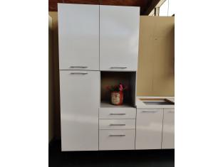 Fig 1 - Fig 2 - Cucina in laminato di colore b...