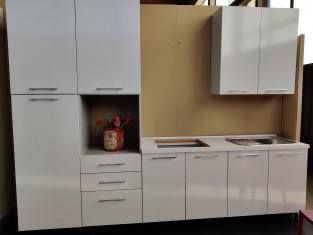 Fig 1 - Fig 1 - Cucina in laminato di colore b...
