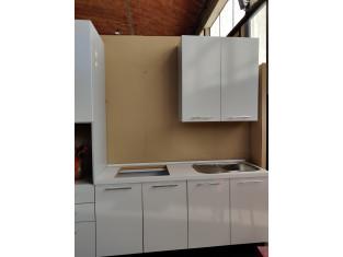 Fig 1 - Fig 3 - Cucina in laminato di colore b...