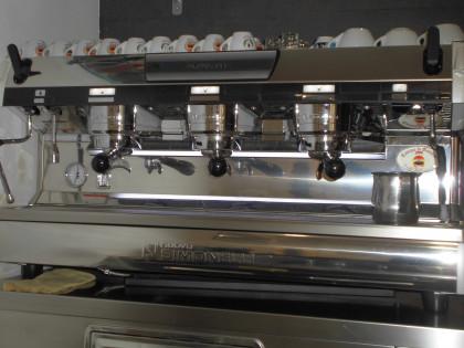 Fig 1 - Fig 1 - macchina caffe' marca simonell...