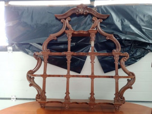 Fig 1 - Fig 2 - Un tavolo ovale con prolunghe,...