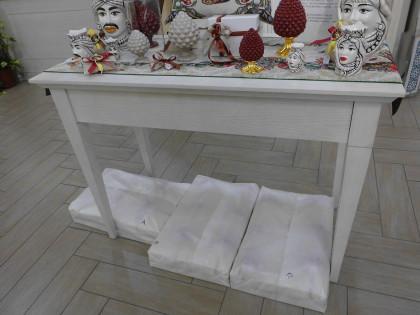 Fig 1 - Fig 1 - 3 tavoli in legno chiaro con v...